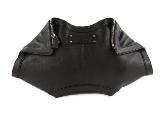 Preload https://img-static.tradesy.com/item/26412589/alexander-mcqueen-de-manta-black-leather-clutch-0-3-540-540.jpg