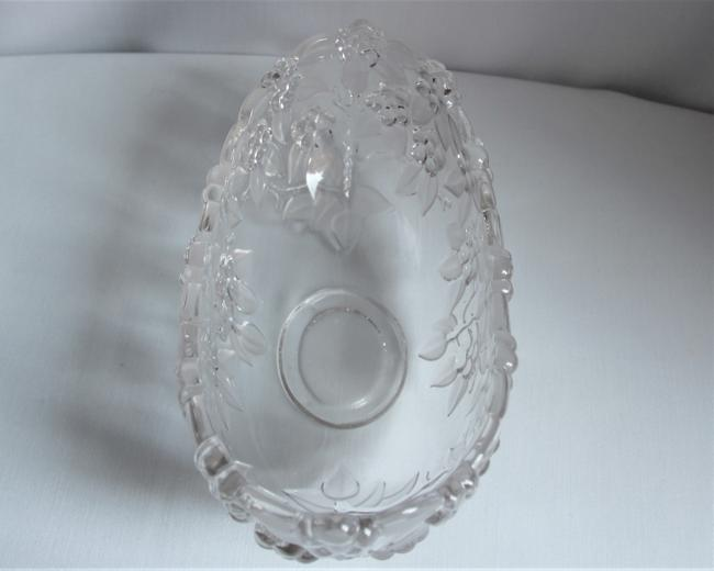 Mikasa Carmen Crystal Grapes and Etched Leaves Oval Serving Bowl Mikasa Carmen Crystal Grapes and Etched Leaves Oval Serving Bowl Image 2