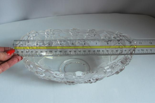 Mikasa Carmen Crystal Grapes and Etched Leaves Oval Serving Bowl Mikasa Carmen Crystal Grapes and Etched Leaves Oval Serving Bowl Image 3