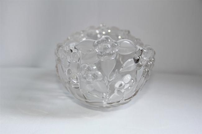 Mikasa Carmen Crystal Grapes and Etched Leaves Oval Serving Bowl Mikasa Carmen Crystal Grapes and Etched Leaves Oval Serving Bowl Image 4