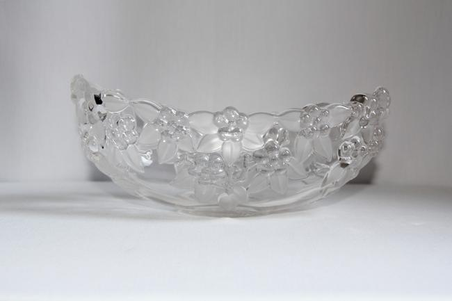 Mikasa Carmen Crystal Grapes and Etched Leaves Oval Serving Bowl Mikasa Carmen Crystal Grapes and Etched Leaves Oval Serving Bowl Image 5