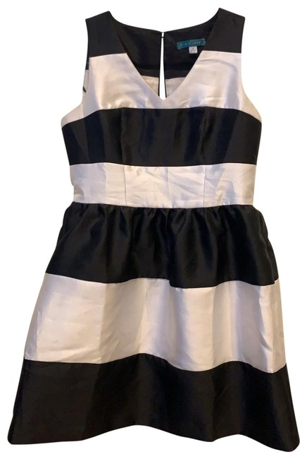Item - Black and White Striped Fit Flare Short Cocktail Dress Size 8 (M)