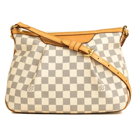 Preload https://img-static.tradesy.com/item/26426987/louis-vuitton-siracusa-damier-azur-pm-4164001-white-shoulder-bag-0-0-540-540.jpg