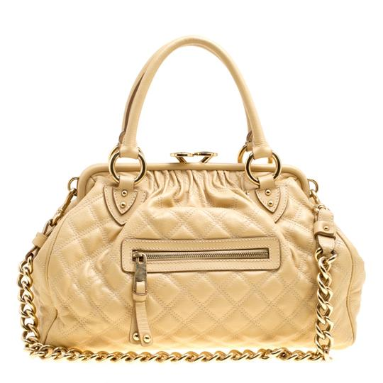 Preload https://img-static.tradesy.com/item/26427055/marc-jacobs-quilted-stam-cream-leather-shoulder-bag-0-0-540-540.jpg