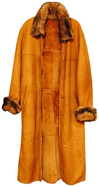 Preload https://img-static.tradesy.com/item/26427158/tan-shearling-and-coat-size-12-l-0-1-650-650.jpg