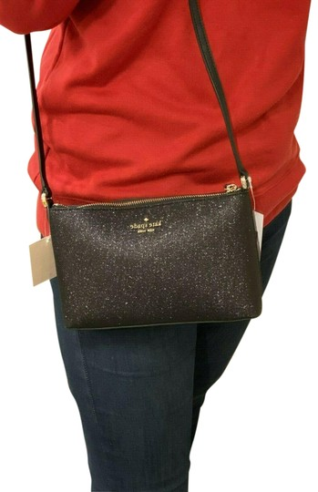 Preload https://img-static.tradesy.com/item/26427406/kate-spade-joeley-gold-black-glitter-cross-body-bag-0-1-540-540.jpg