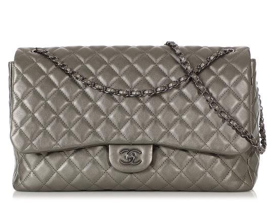 Preload https://img-static.tradesy.com/item/26427458/chanel-travel-flap-extra-large-quilted-dark-silver-calfskin-leather-shoulder-bag-0-0-540-540.jpg
