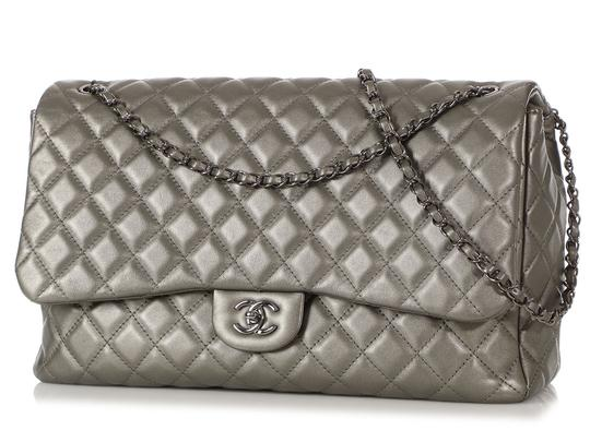 Chanel Ch.q1021.09 Metallic Ruthenium Xl Shoulder Bag Image 1
