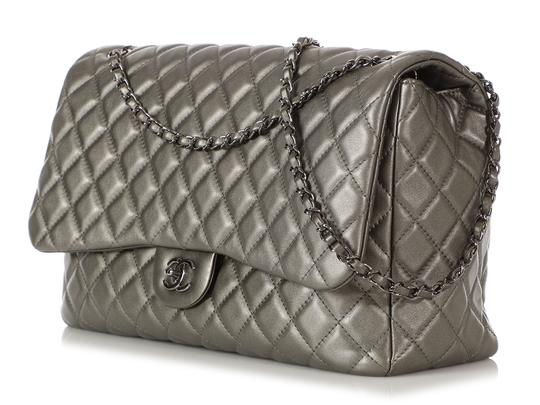 Chanel Ch.q1021.09 Metallic Ruthenium Xl Shoulder Bag Image 2