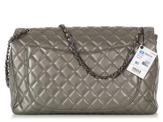 Chanel Ch.q1021.09 Metallic Ruthenium Xl Shoulder Bag Image 3