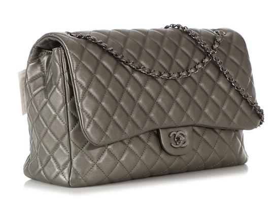 Chanel Ch.q1021.09 Metallic Ruthenium Xl Shoulder Bag Image 4