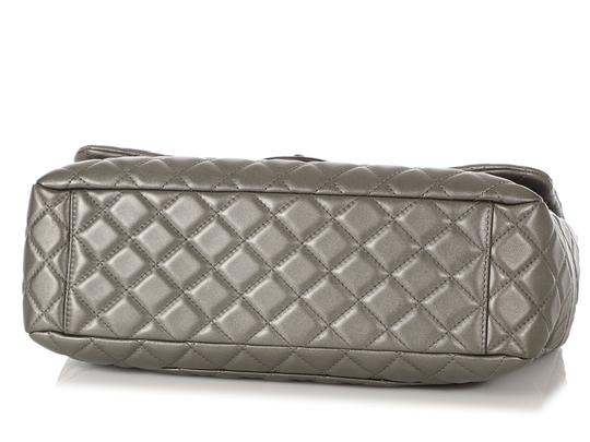Chanel Ch.q1021.09 Metallic Ruthenium Xl Shoulder Bag Image 5