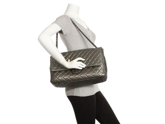 Chanel Ch.q1021.09 Metallic Ruthenium Xl Shoulder Bag Image 9