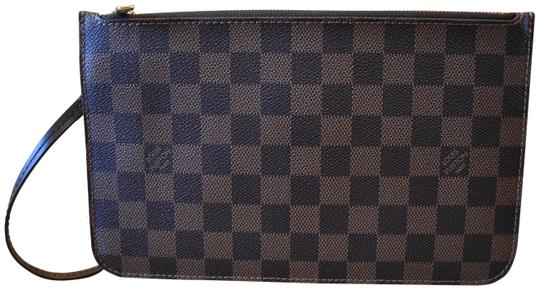 Preload https://img-static.tradesy.com/item/26429507/louis-vuitton-neverfull-damier-ebene-with-red-interior-gm-pouch-wristlet-0-1-540-540.jpg