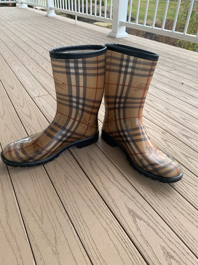 Burberry black tan red brown white Boots Image 2
