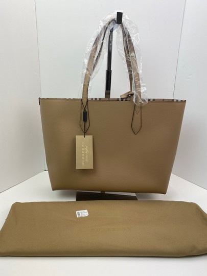 Burberry Tote in tan Image 1