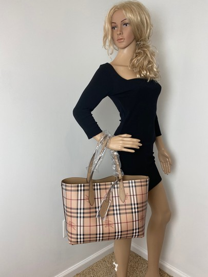 Burberry Tote in tan Image 11
