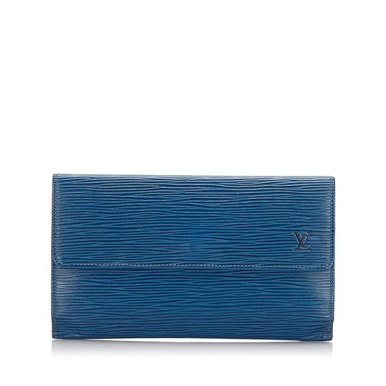 Preload https://img-static.tradesy.com/item/26444495/louis-vuitton-blue-tresor-porte-epi-international-wallet-0-0-540-540.jpg