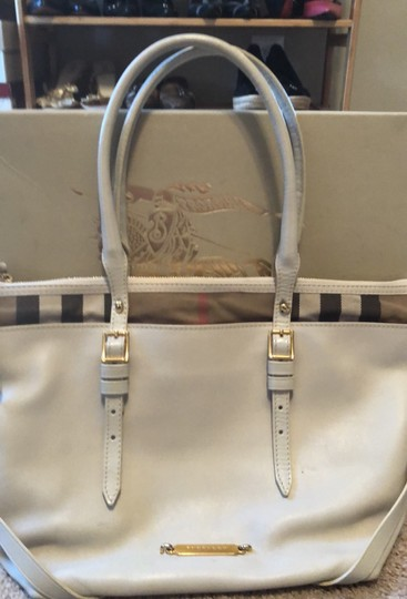 Burberry Tote Image 11