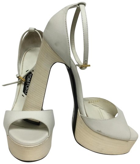 Preload https://img-static.tradesy.com/item/26444543/tom-ford-cream-sandals-with-ankle-wrap-strap-platforms-size-eu-385-approx-us-85-regular-m-b-0-2-540-540.jpg