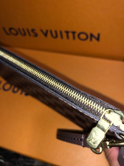 Louis Vuitton Wristlet in red Image 7