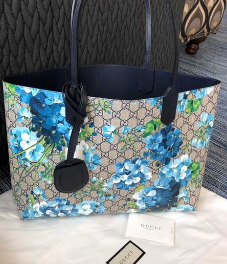 Gucci Tote in Navy Image 7