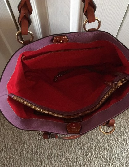 Dooney & Bourke Tote in mauve Image 2