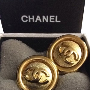 Chanel SOLD (LIKE NEW) Vintage Chanel EMBOSSED CC Button Clip Style Jumbo LIKE NEW