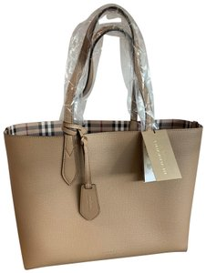 Burberry Tote in camel