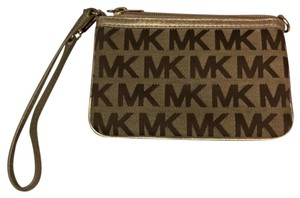 MICHAEL Michael Kors Wristlet in Tan & gold