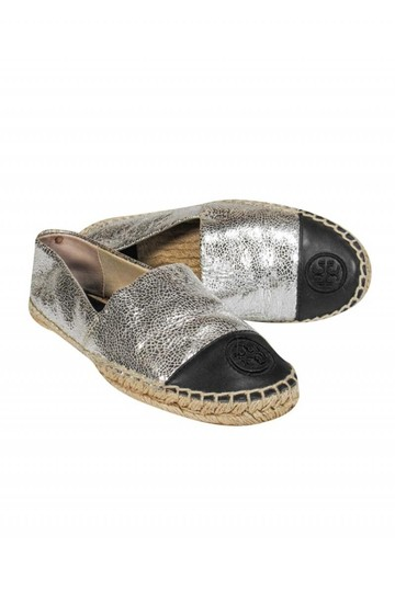 Preload https://img-static.tradesy.com/item/26472060/tory-burch-silver-flats-size-us-5-regular-m-b-0-0-540-540.jpg