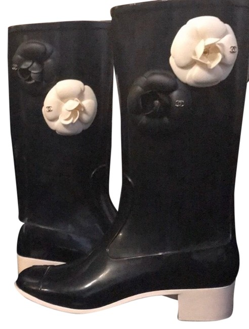 Item - Black and White Camellia Rain Boots/Booties Size EU 38 (Approx. US 8) Regular (M, B)