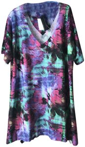 Nally & Millie New With Tags Pullover Abstract Flowers Polyester V-neck Tunic