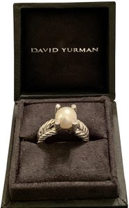 David Yurman LIKE NEW--INSIDE DY RING BOX-INCLUDES DY DUST BAG-DY DUST CLOTH-