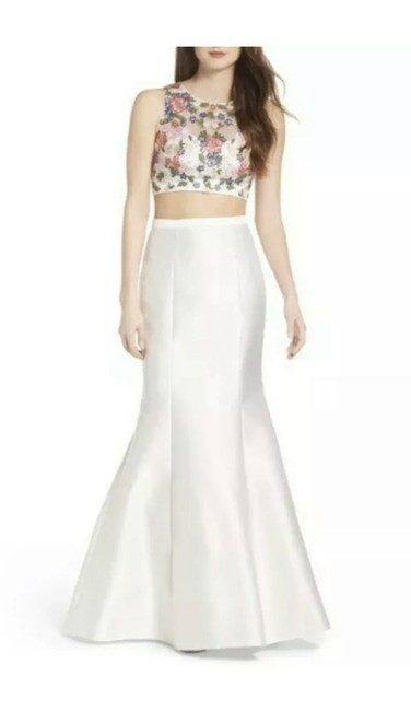 Item - White Lace & Satin Two-piece Mermaid Gown Long Formal Dress Size 4 (S)