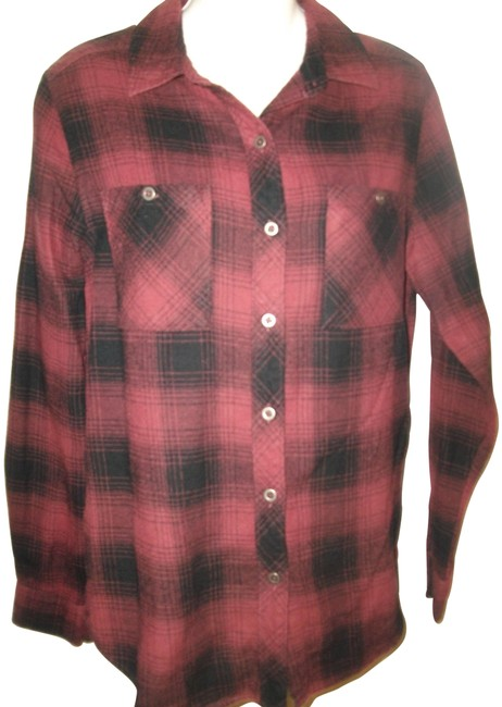 Preload https://img-static.tradesy.com/item/26489012/red-and-black-plaid-la-heart-cotton-shirt-button-down-top-size-6-s-0-1-650-650.jpg