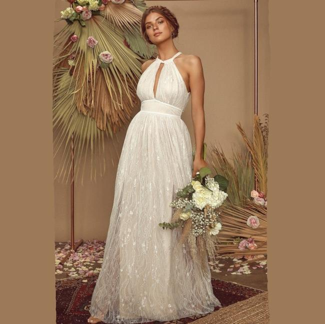 Item - Off White Lace Dollie Halter Maxi Casual Wedding Dress Size 8 (M)