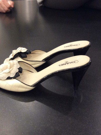 Chanel black and ivory Pumps Image 2