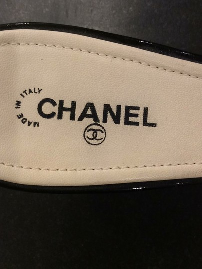Chanel black and ivory Pumps Image 5