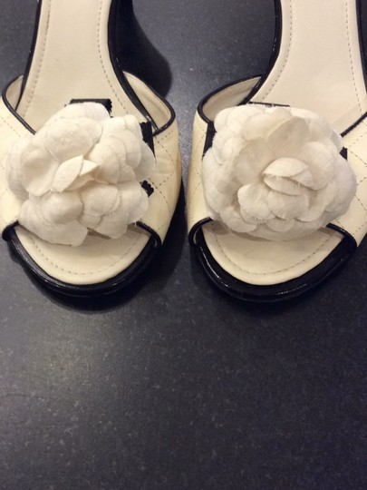Chanel black and ivory Pumps Image 8