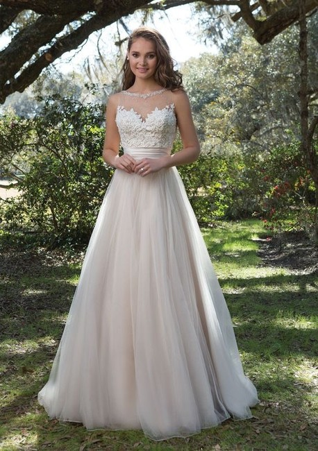 Item - Sand/Ivory/Nude Beaded Lace/ Tulle 6169 Modern Wedding Dress Size 10 (M)