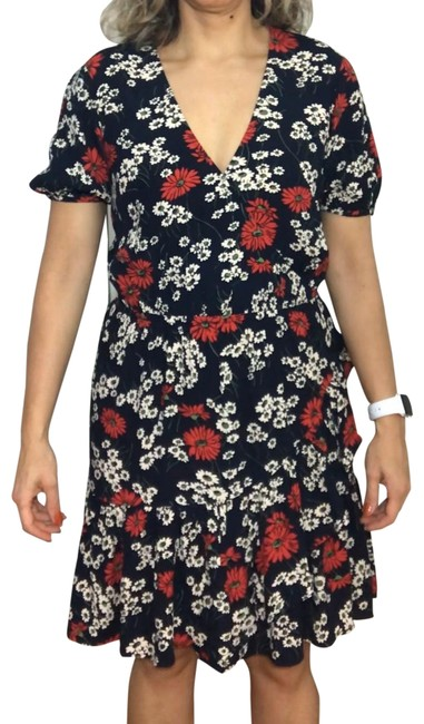 Item - Black with Red and White Flowers Style L3289 Short Casual Dress Size 4 (S)