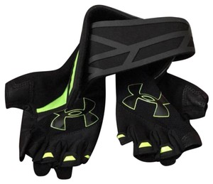 Under Armour Armour mesh construction trainer gloves size MD