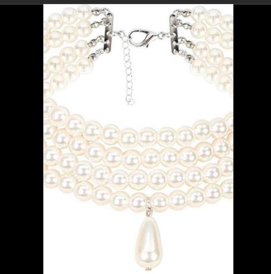 Botiques Necklace Faux 4 rows pearls Image 2