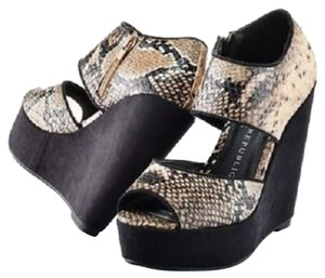 Rock & Republic Wedges