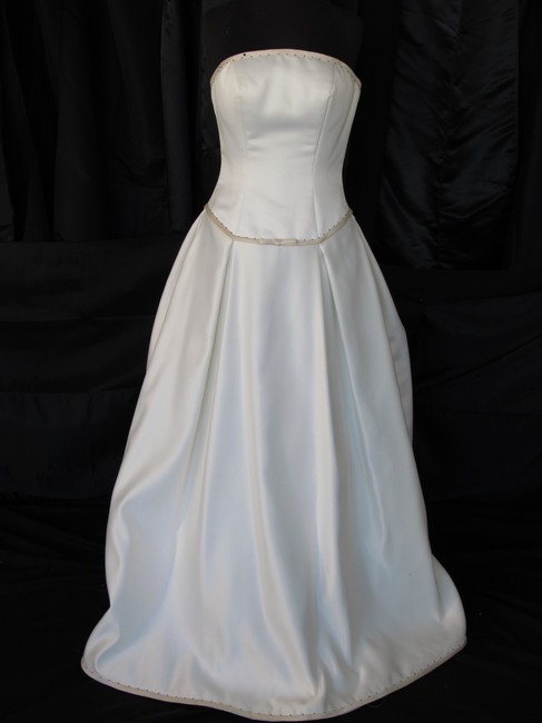 Mori Lee Pearl/ Black Polyester 8701/ Traditional Wedding Dress Size 4 (S) Mori Lee Pearl/ Black Polyester 8701/ Traditional Wedding Dress Size 4 (S) Image 1