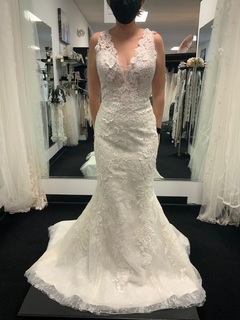Item - Off White Lace/ Beige Lining Tulle Satin Farisa - One Modern Wedding Dress Size 6 (S)