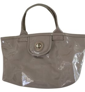 Marc by Marc Jacobs Tote in Beige Patent Leather