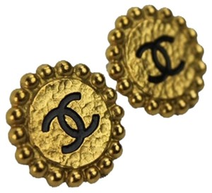 Chanel Chanel Beaded CC Logo Clip On Earrings CCAV385
