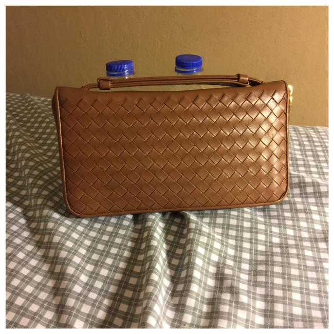 Item - Brown Zippy Travel Leather Wallet